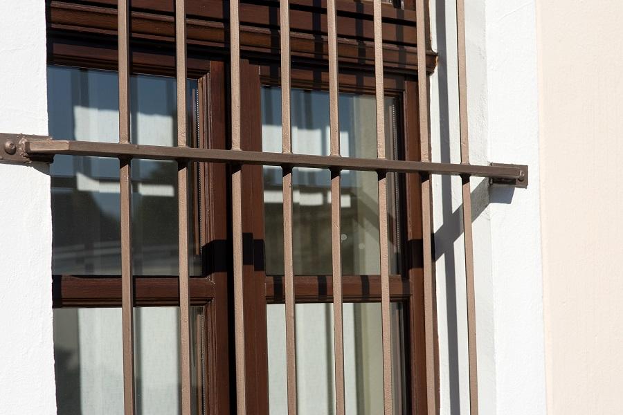 Es müssen nicht immer Gitterstäbe als Einbruchschutz für Fenster aus Polen sein.