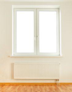 Modernes polnisches Fenster mit zwei Flügel